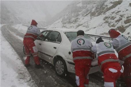 ۵۱ خودرو گرفتار کولاک در جادههای آذربایجانغربی امدادرسانی شدند