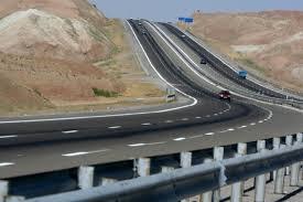 چهار بانده شدن راههای اصلی و نقاط حادثهخیز آذربایجانغربی