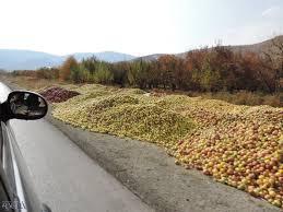 فروش مجدد سیب در کنار جاده